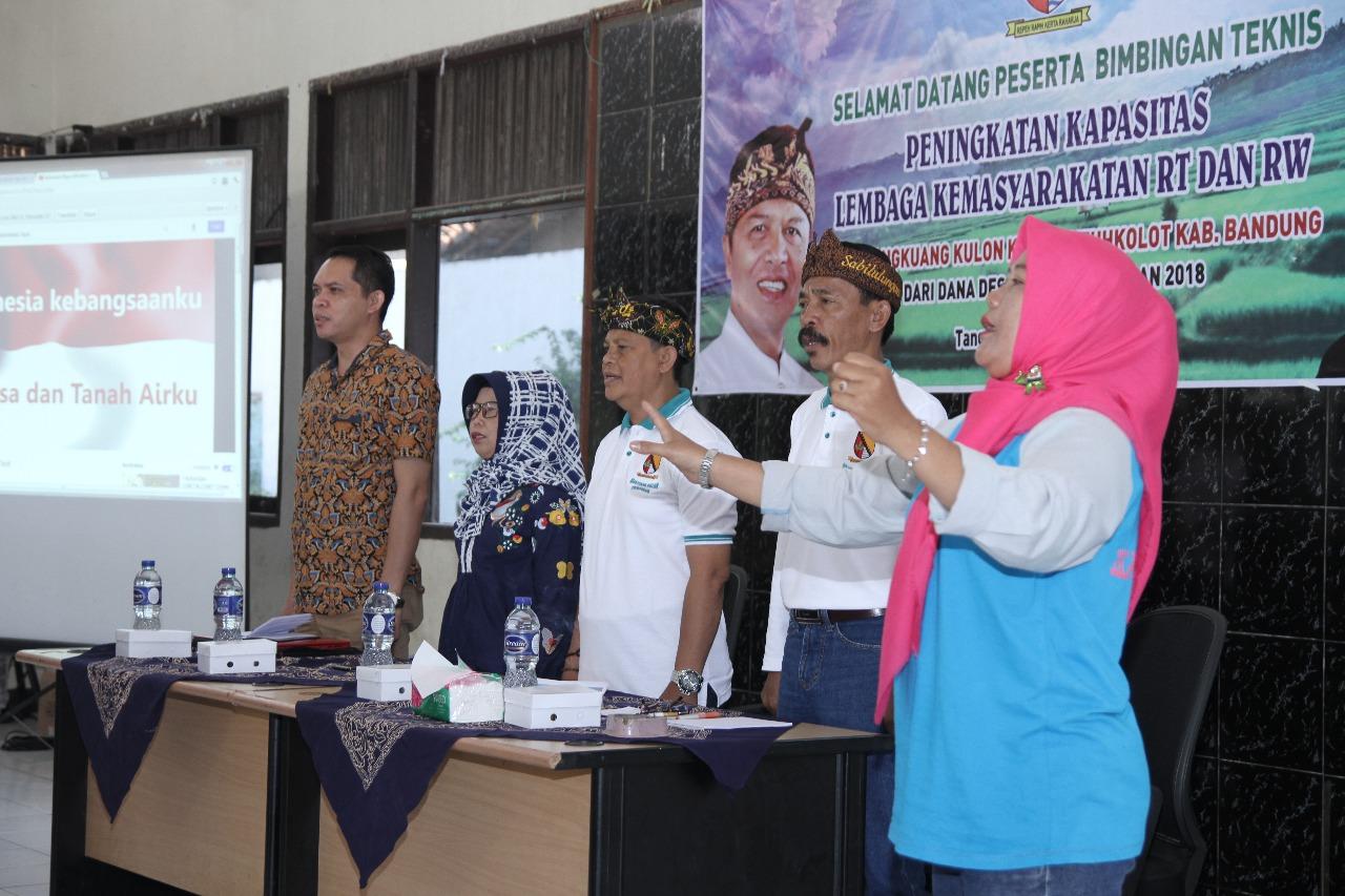 Pelatihan peningkatan kapasitas RT/RW se desa Cangkuang Kulon