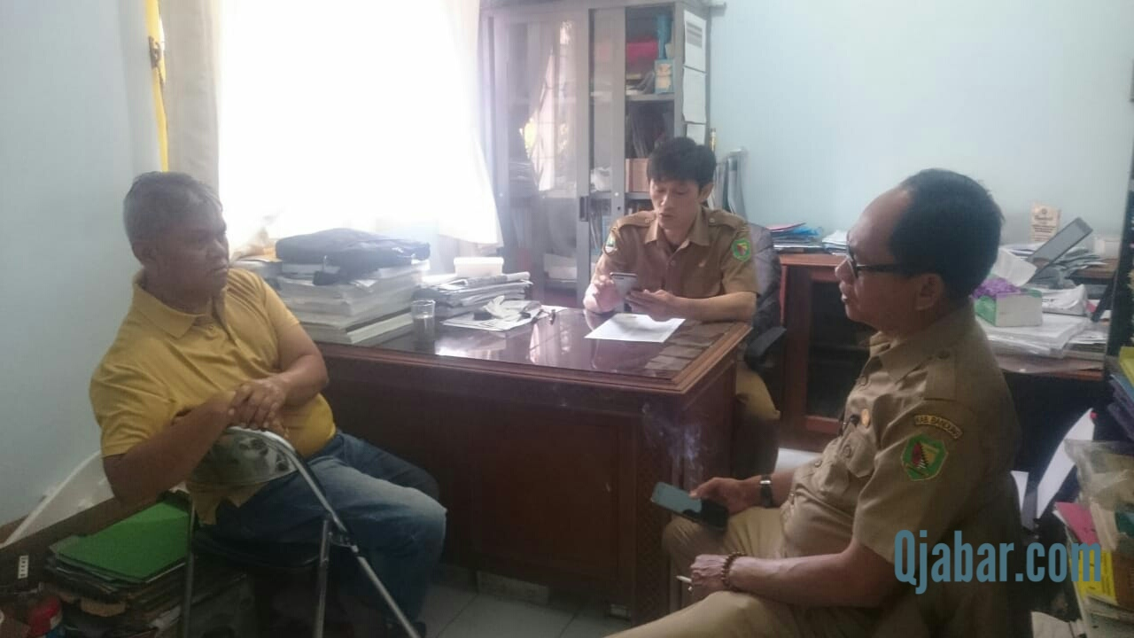 Penjabat Kepala Desa Cangkuang Kulon Beserta Staff Berikan Ucapan Selamat Pada Pemenang Pildes Cecep